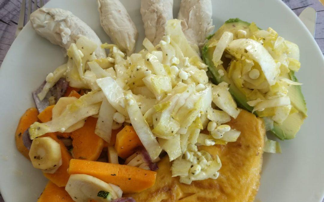 Buntes Gemüse mit Hühnchen im Schlafrock